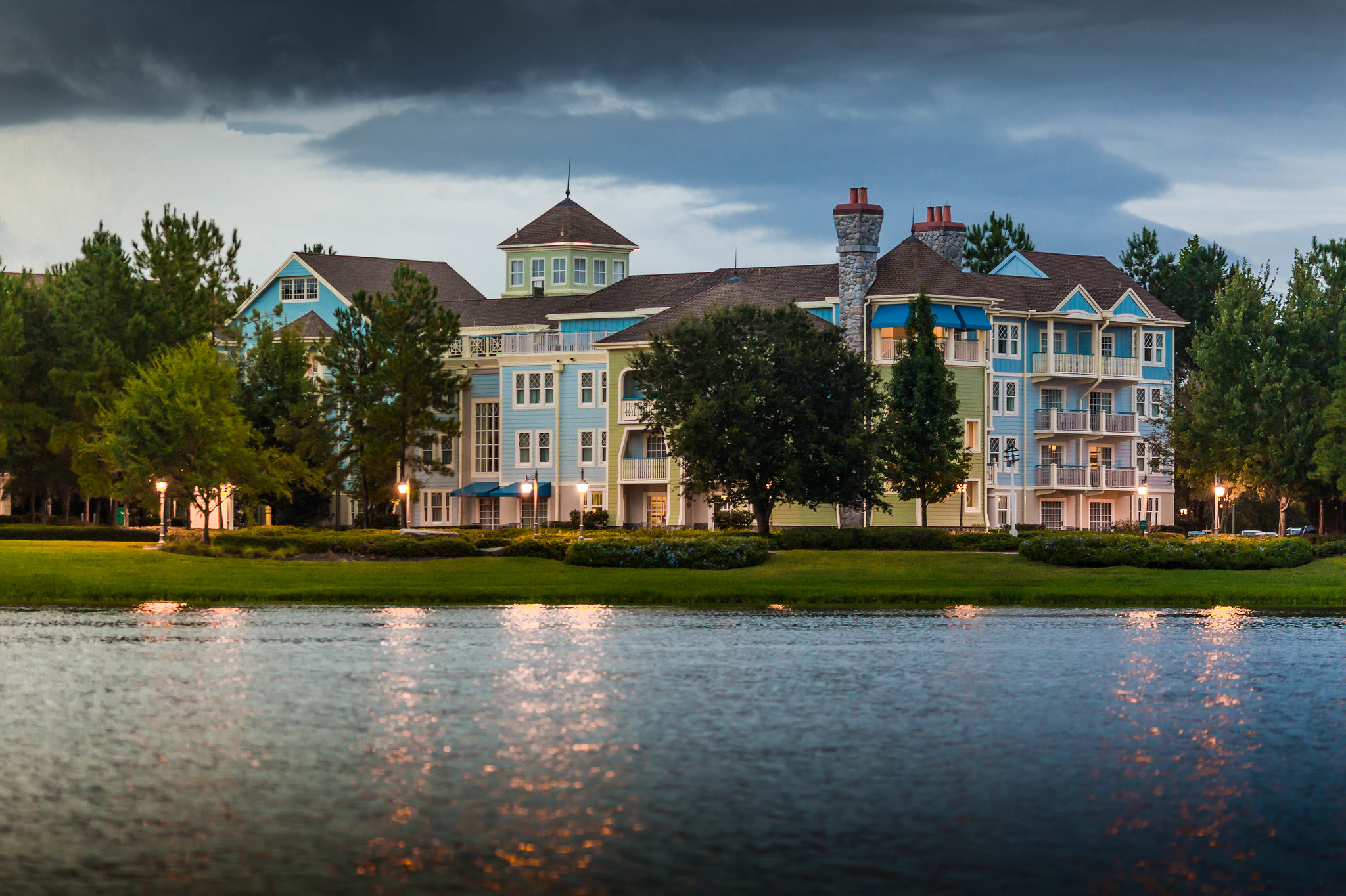pros-and-con-of-staying-at-disneys-saratoga-springs-resort