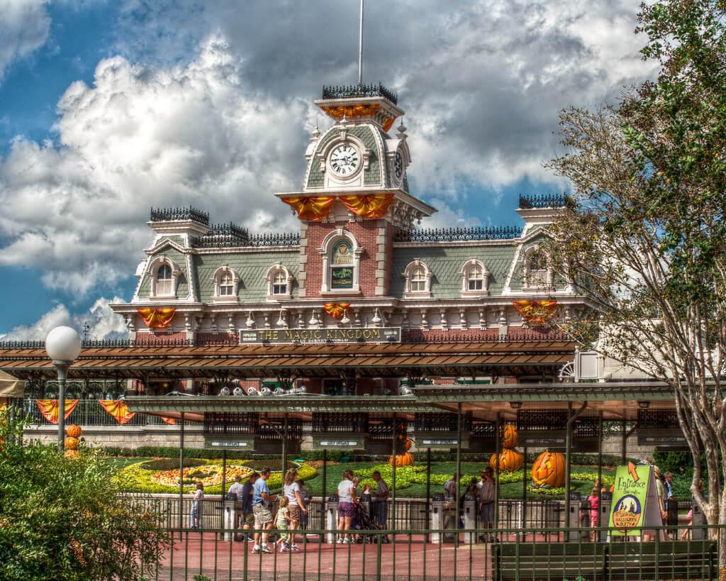 mickeys-not-so-scary-halloween-party-entrance-the-magic-kingdom