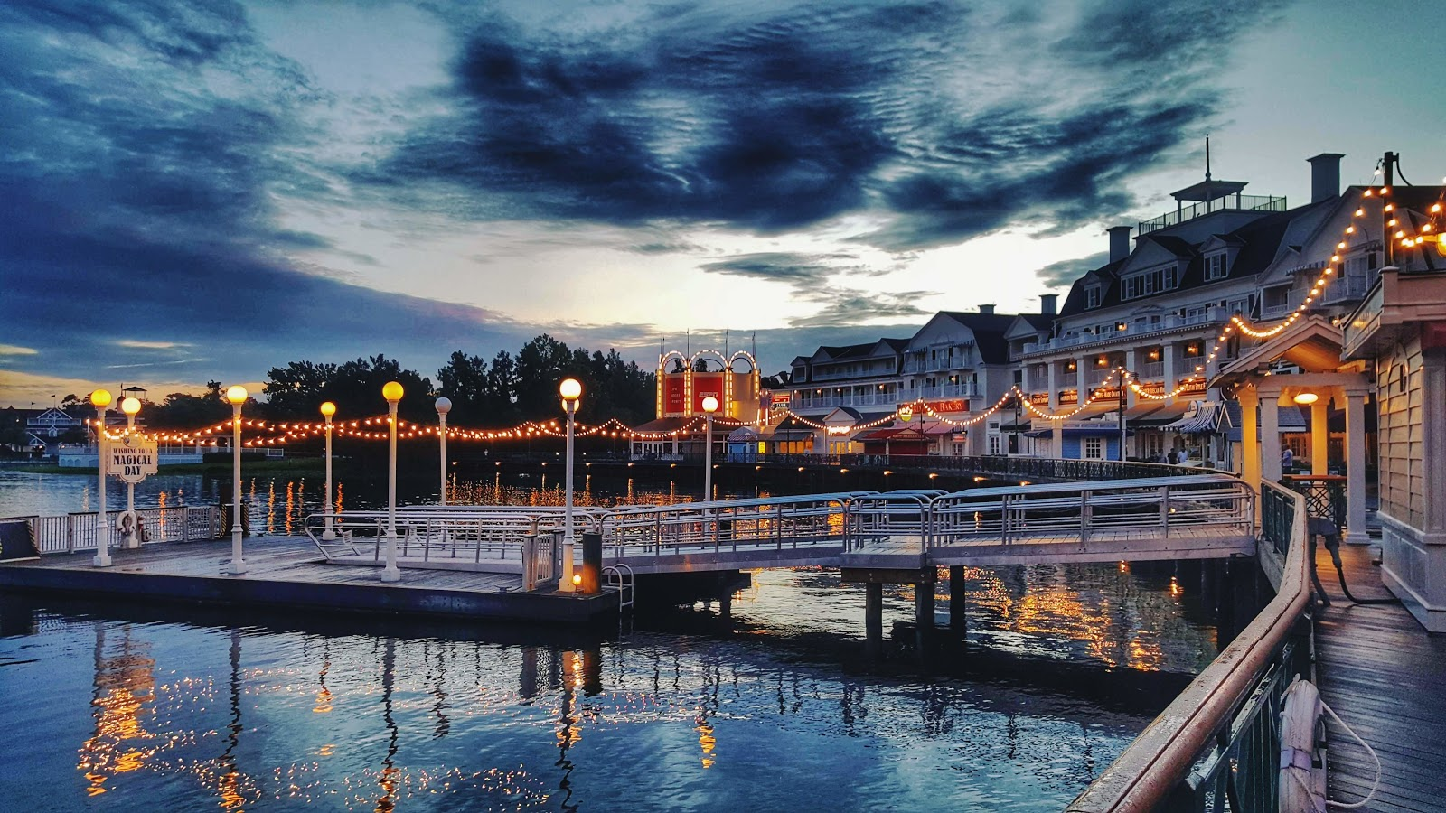 pros-and-cons-of-staying-at-disneys-boardwalk-resort