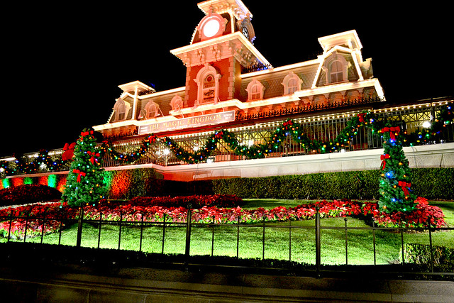 magic-kingdom-park-entrance-during-mickeys-very-merry-christmas-party-dates