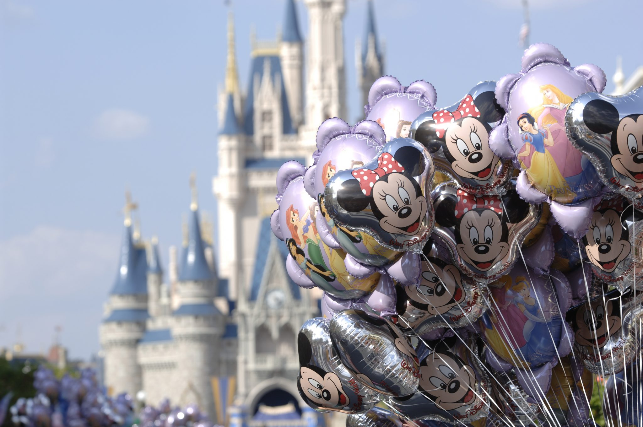 main-stree-usa-minnie-mouse-balloons-disney-travel-picture