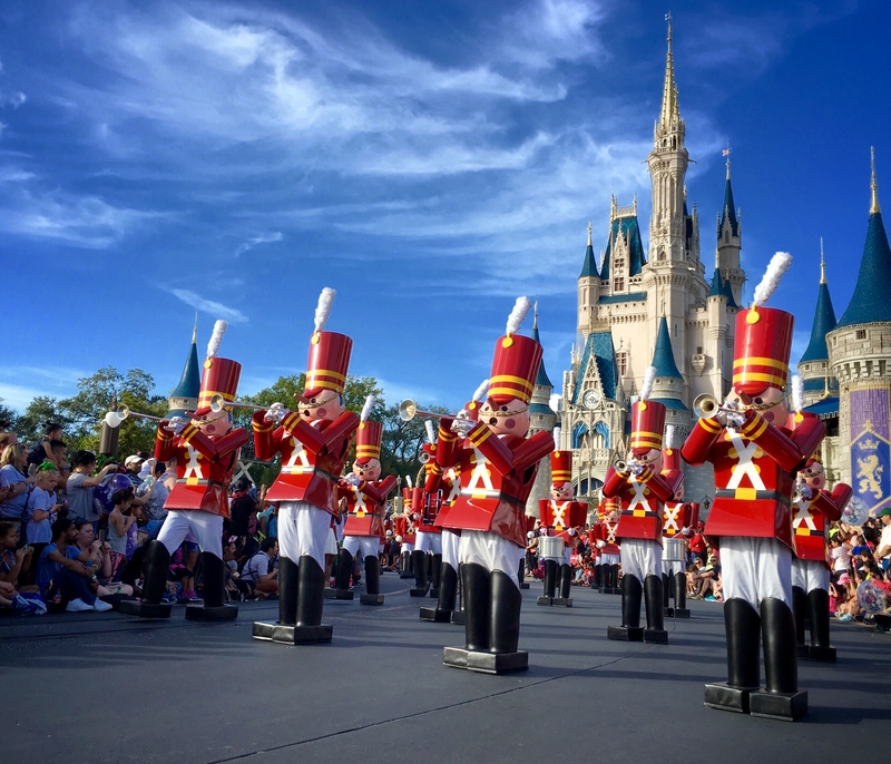 see-disney-christmas-parade-avoide-mistakes-when-visiting-disney-world