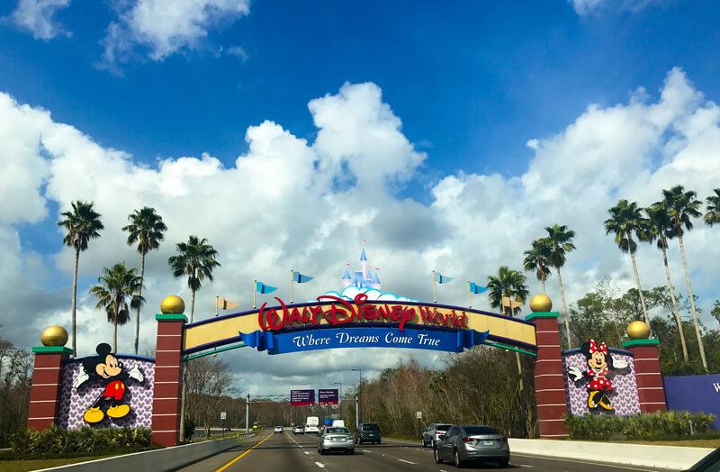 disney-travel-welcome-to-walt-disney-world-sign