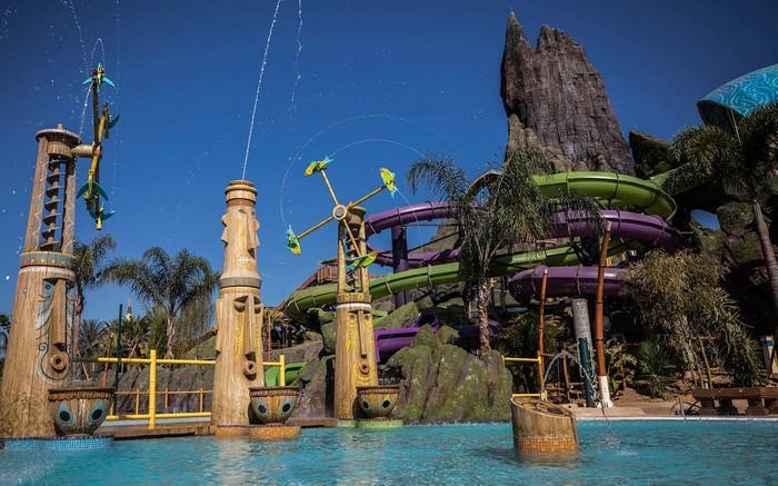 volcano-bay-attractions
