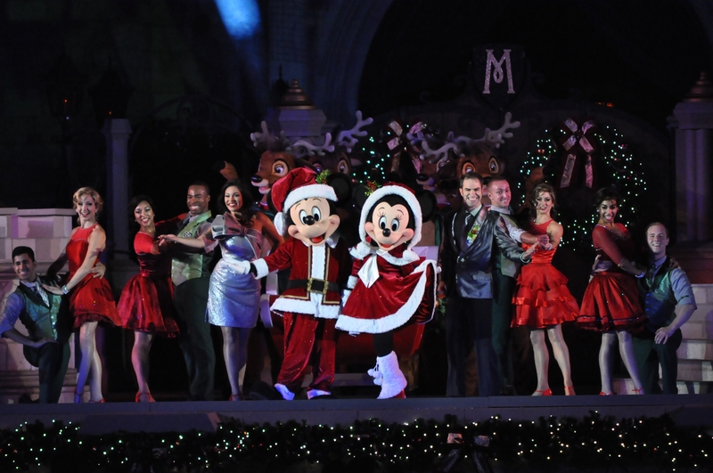 christmas-party-show-during-mvmcp