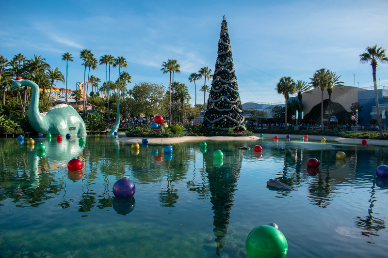 hollywood-studios-decorated-for-christmas