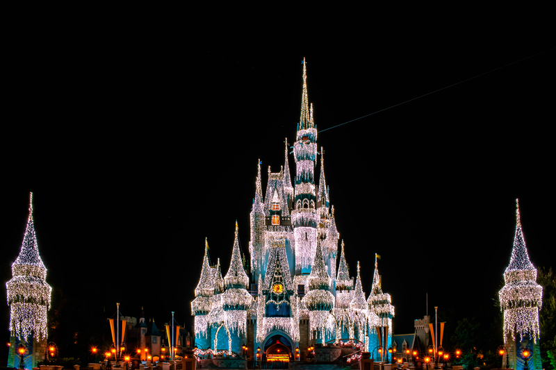 When Do The Christmas Decorations Go Up At Disney World 2021 When Does Disney Decorate For Christmas Our 2021 Christmas Decoration Guide