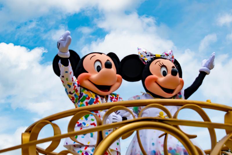 mickey-celebrating-adult-birthday-at-disney-world