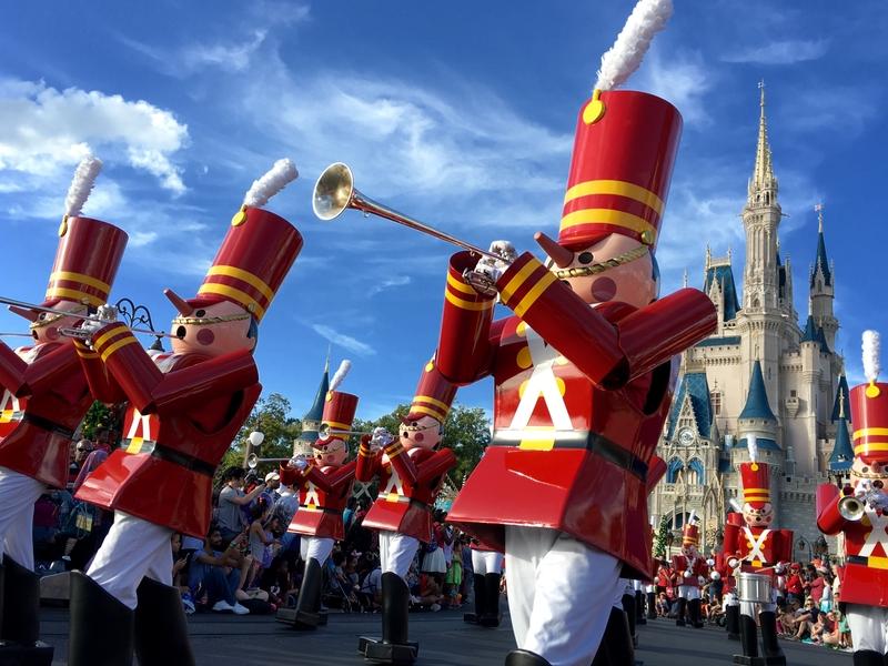 disney-world-christmas-parade