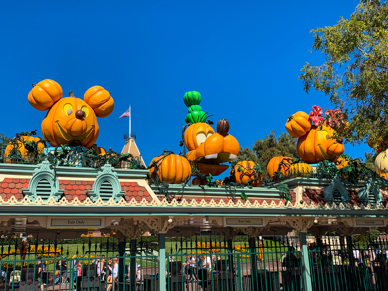 least-crowded-month-to-visit-disneyland